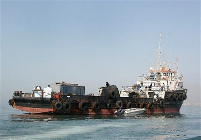 مقابله جدی نیروی دریایی سپاه با قاچاق سوخت در خلیج فارس / کشف ۳۰۰ هزار لیتر سوخت قاچاق در عملیاتهای غافلگیرانه 