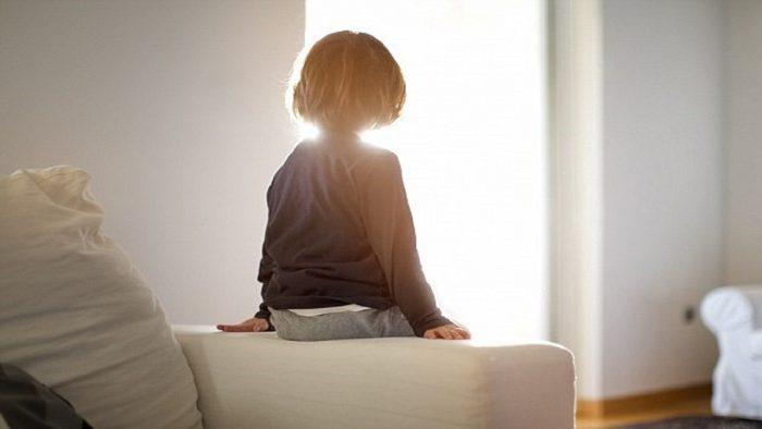 از چه سنی میتوان بچه ها را در خانه تنها گذاشت؟