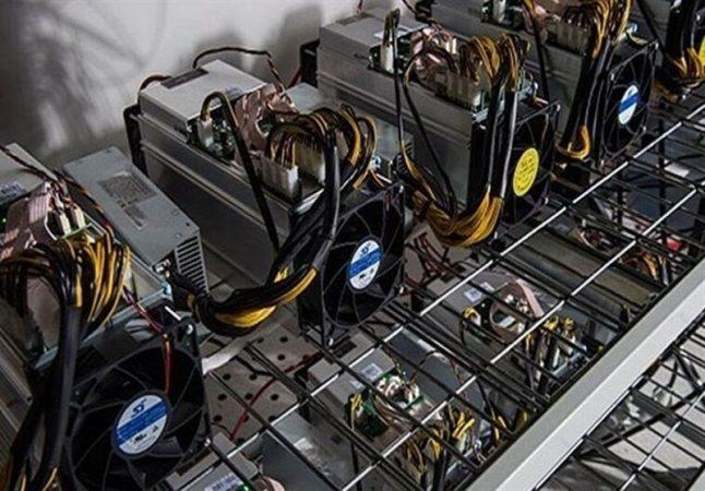 انهدام باند قاچاق دستگاههای استخراج ارز دیجیتال در بندرعباس / کشف ۷۷۰ دستگاه استخراج ارز در گمرک