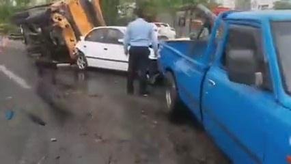تصادف زنجیرهای در بزرگراه مدرس تهران